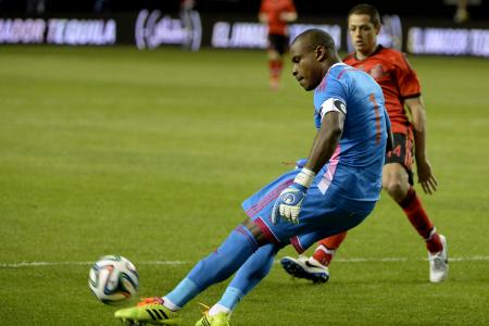 Vincent Enyeama Beats Javier Hernandez to the Ball During an International Friendly.