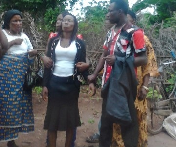 mother-of-the-stolen-baby-being-consoled-by-relatives-sugar-daily