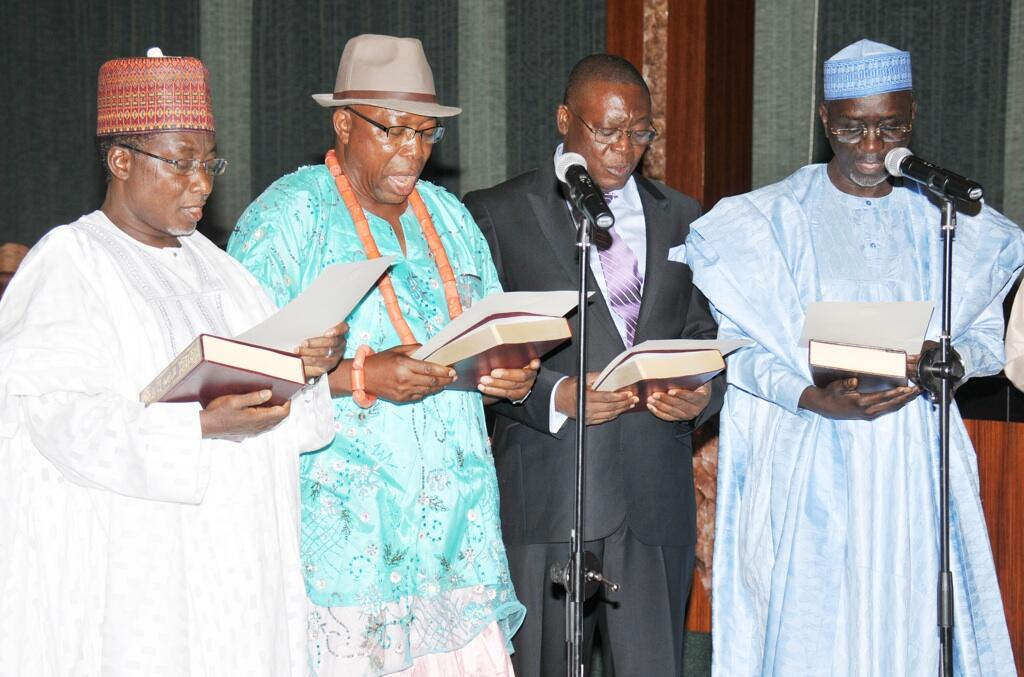 THE NEWLY ASSIGNED MINISTERS SWEARING THE OATH OF OFFICE