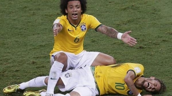 neymar_jnir_on_the_floor