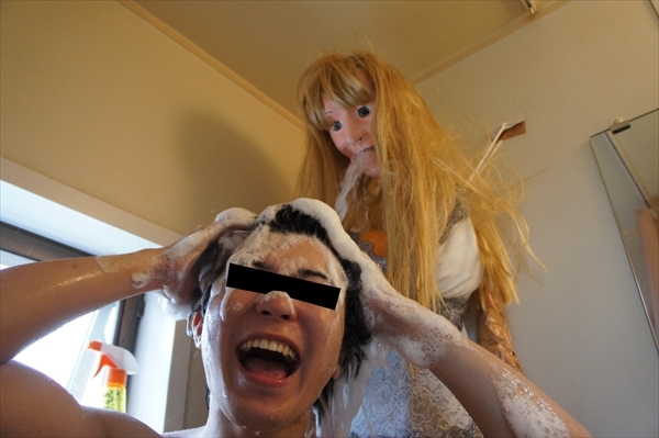 shower_head_into_girlfriend_06