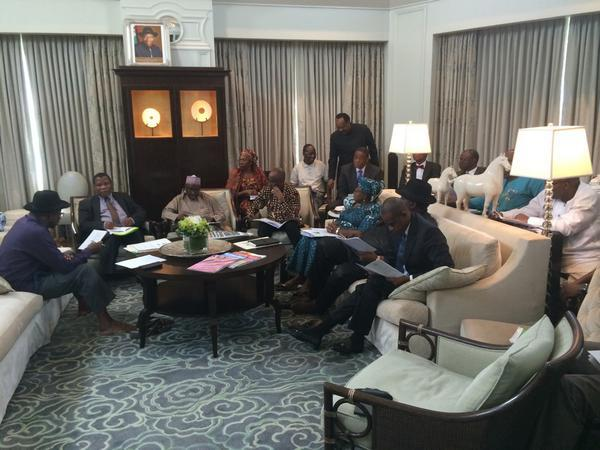 Photo: President Goodluck Jonathan Spotted Holding Meeting Without His Shoes