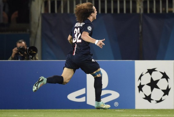 David Luiz Races to the Edge of the Pitch to Celebrate Champions League Goal.