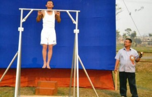 Man Trains for 14 Years to Set World Record for Most Consecutive Pinky Pull-Ups