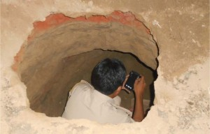India Robbers Dig 125-ft Tunnel To Loot Bank