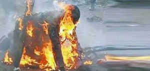 How Angry Youths Sets Lecturer Ablaze for Killing 5 Pupils in Taraba