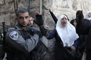Israeli Police clash With Palestinians Demonstrating Around Al-Aqsa Compound