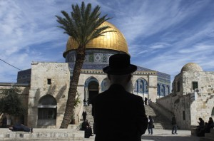 Al-Aqsa mosque in Jerusalem shut down after shooting of rabbi