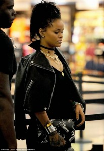 Rihanna Forced To Walk Through Airport Security Scanner 5 Times + Takes Off Her Boots