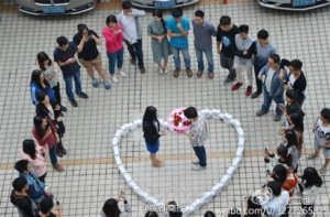 Chinese man buys 99 iPhone 6s for $82,000 , proposes to girlfriend………and she says 'NO'