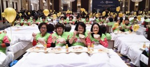 388 People Eat Breakfast in Bed for World Record