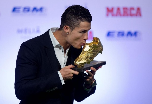Cristiano Ronaldo at the Podium After Collecting the 2013-14 Golden Boot Award. Image: Getty.