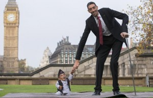 World's Tallest, Shortest Men Meet in London