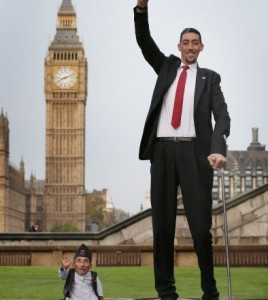 World shortest man and tallest man come together at Guinness world record day